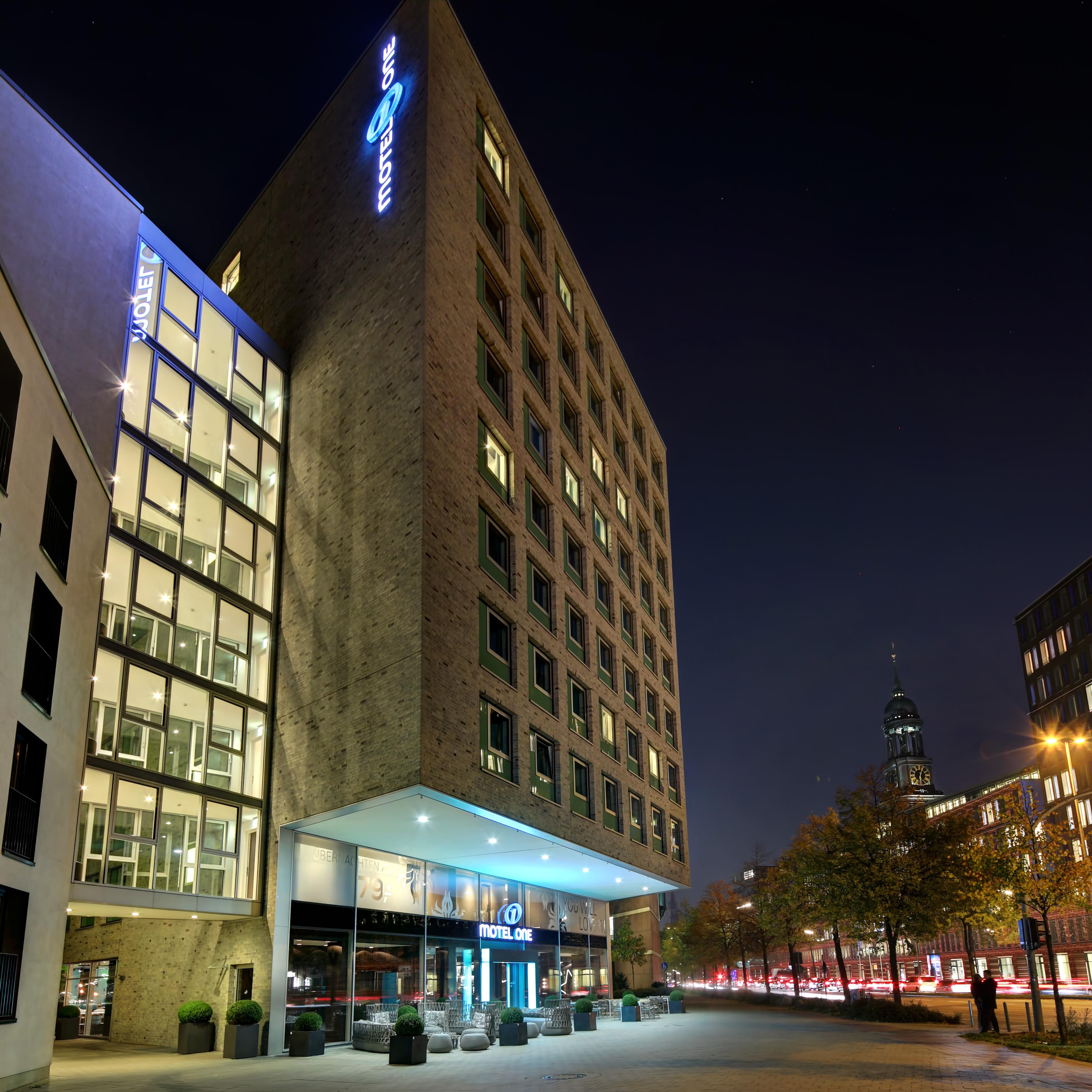 hamburg das kleine bad, hotel hamburg am michel motel one | design hotels hamburg am michel, Design ideen