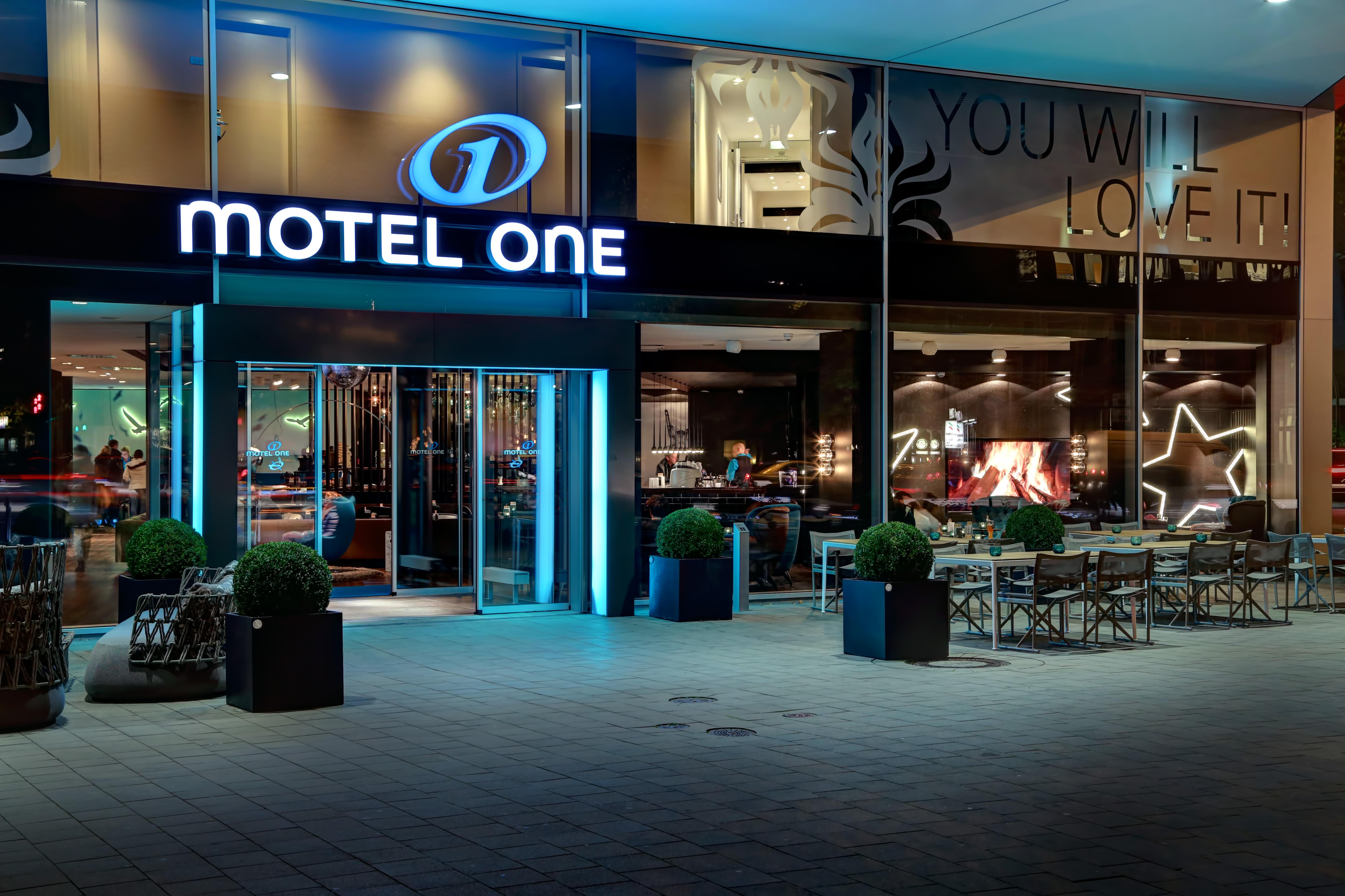 Hotel Hamburg am Michel Motel One | design hotels Hamburg am Michel