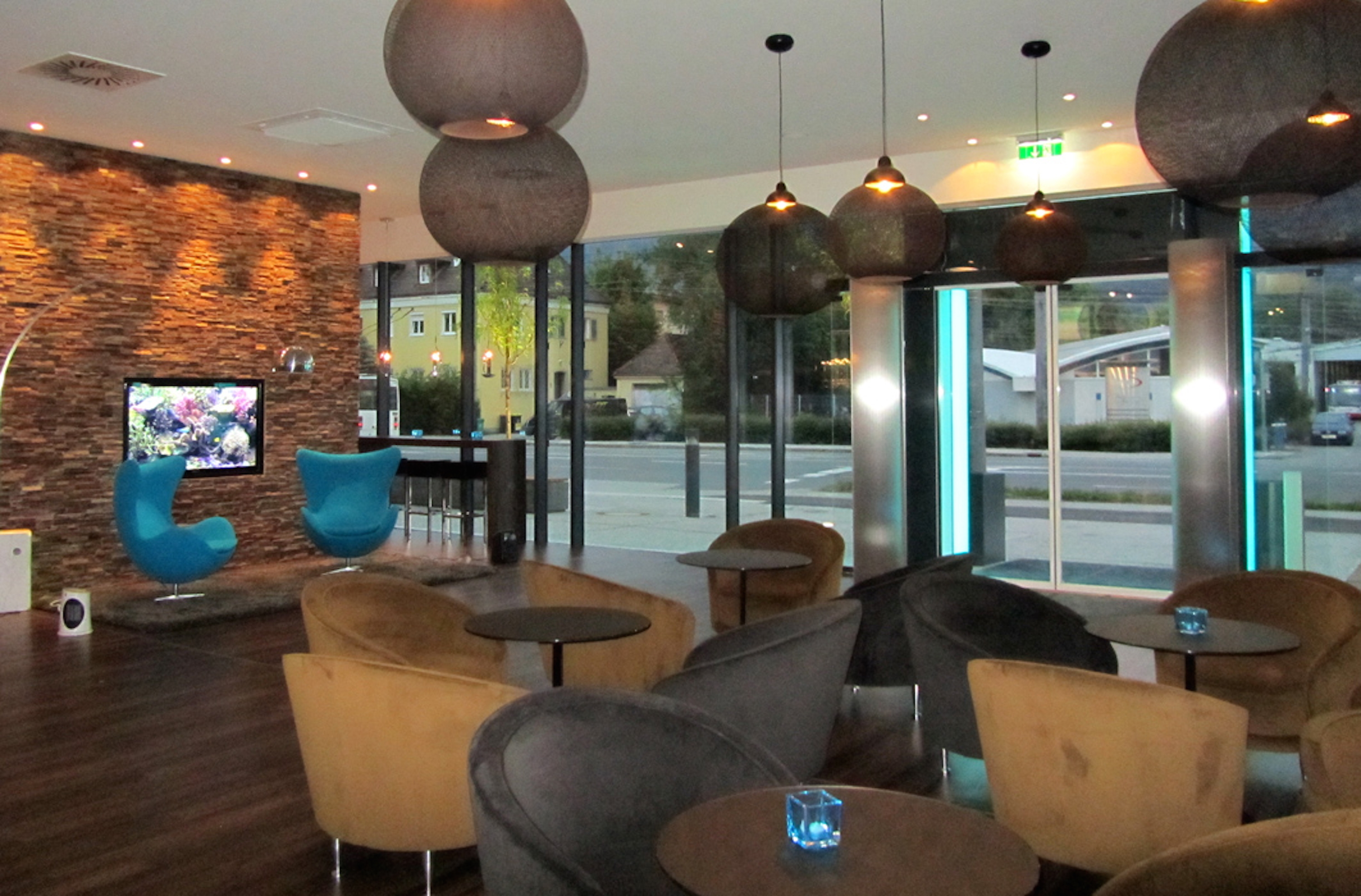 100 the escape lounge at manchester liverpool for Design hotel salzburg